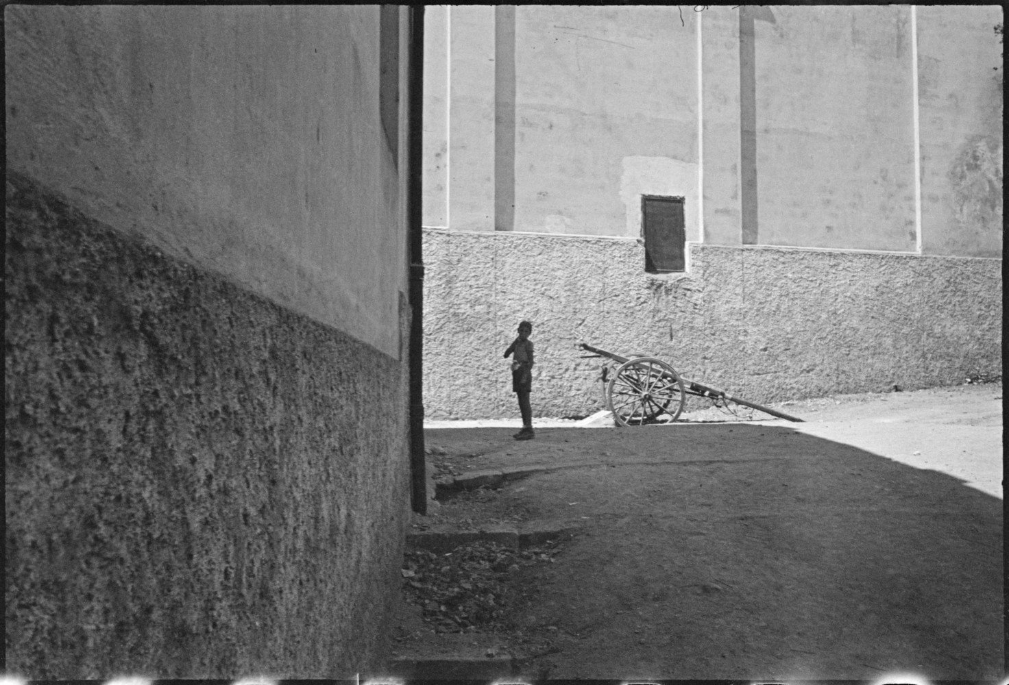 the decisive moment A new exhibition entitled henri cartier-bresson: the decisive moment examines magnum co-founder henri cartier-bresson's influential publication, widely considered to be one of the most important.
